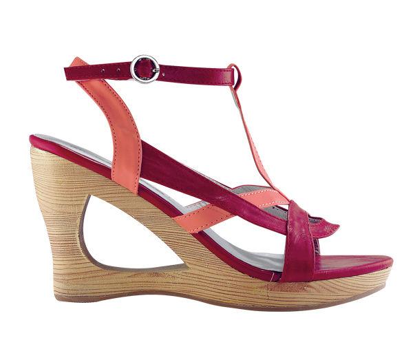 Красный цвет в одежде - обувь