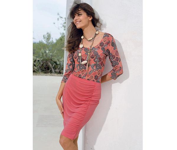 Красный цвет в одежде - юбка