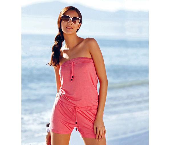 Красный цвет в одежде для пляжа.